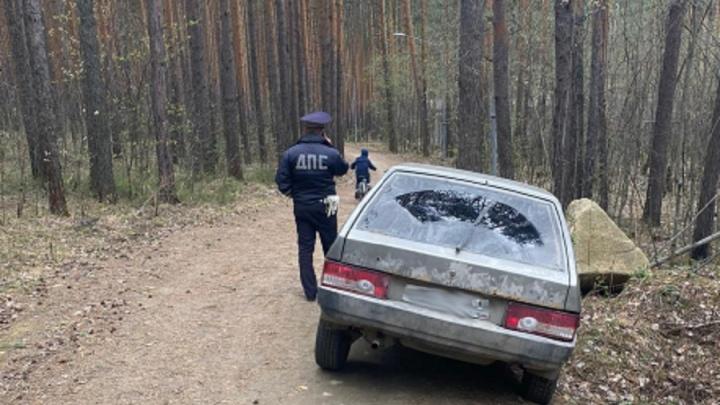 Под Екатеринбургом два парня взяли покататься отцовскую «девятку», а потом убегали от ГИБДД по лесу