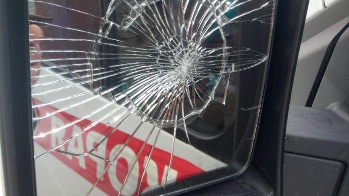 «Тебе чё, жить надоело?»: ярославец напал на машину скорой помощи, приехавшую к ребенку. Видео