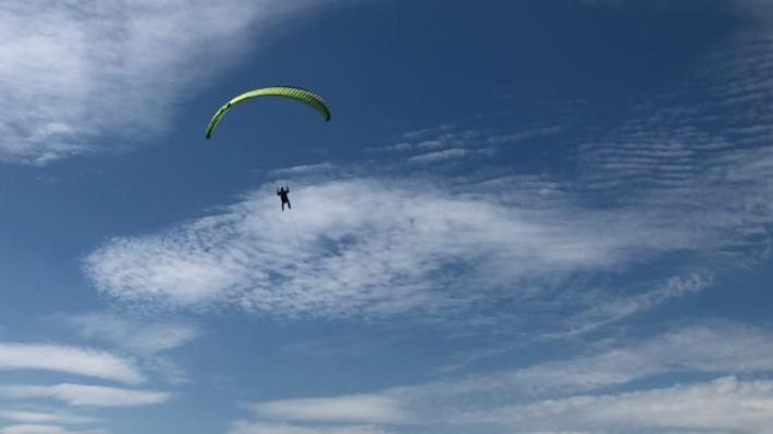 В небо над Уралом поднимутся десятки летающих людей. Романтичное видео