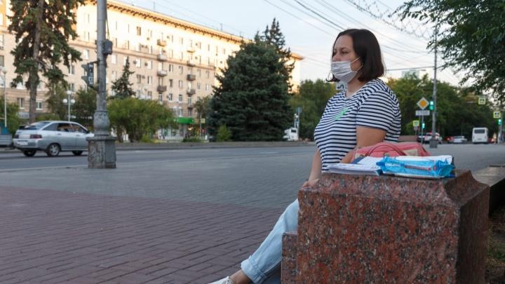 «Это наследие ЮНЕСКО, это наши легкие»: в центре Волгограда собирали подписи против вырубки дубов