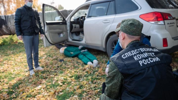 Убийство в центре Кемерова: как будущие следователи учатся искать улики в листве и мусорных баках