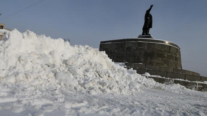 Снеговая борьба: показываем, как убирают Екатеринбург, в прямом эфире