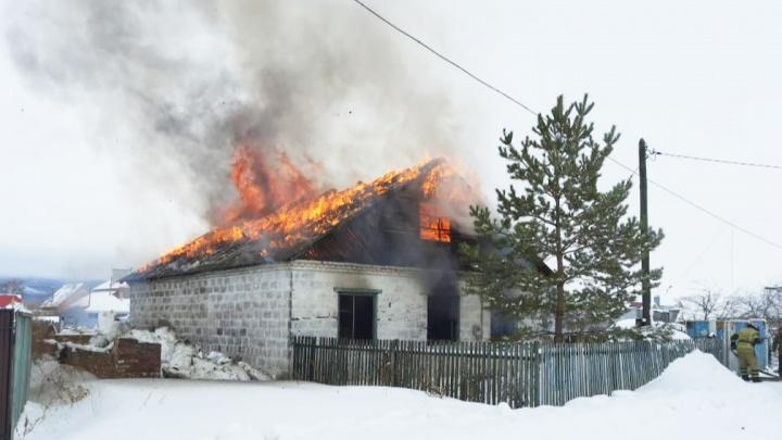 Двое маленьких детей погибли при пожаре в Башкирии