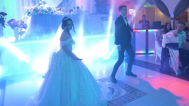 Тиктокерша из Тюмени устроила шоу из своей свадьбы