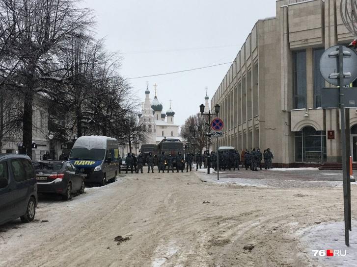 Подход к Советской площади перекрыли