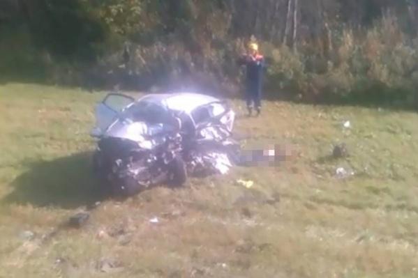 Машина разбилась всмятку