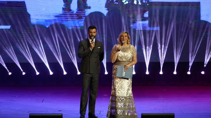 Иван Ургант на сцене Оперного театра: в Новосибирске прошла «Народная премия НГС» (репортаж и много фото)