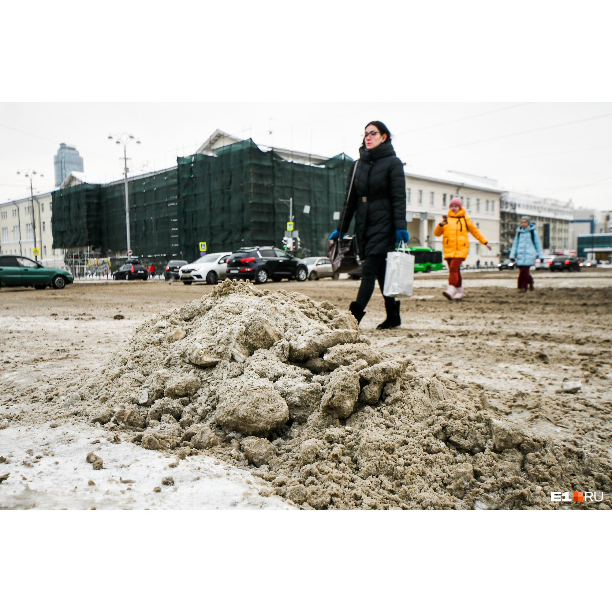 Власти пообещали очистить сначала центр, потом другие районы города