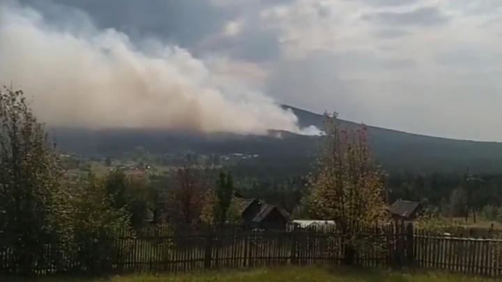 На горе Качканар горит лес: огонь подобрался к двум поселкам