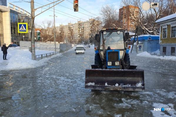 По улице Ковалихинской невозможно проехать из-за прорыва трубы водоснабжения
