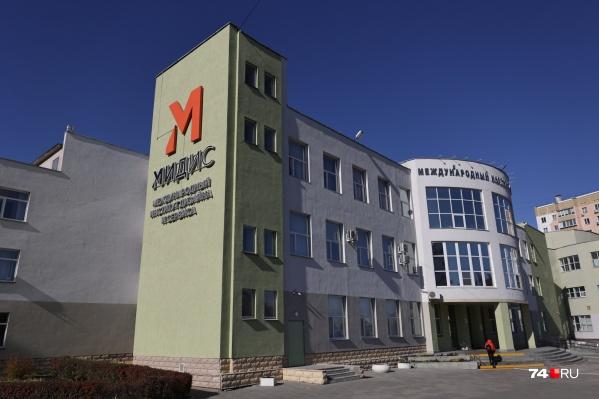 Уже вторая студентка колледжа при Международном институте дизайна и сервиса заявила о травле со стороны преподавателя
