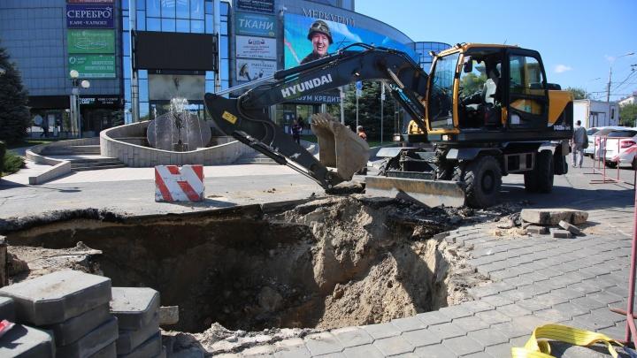 В Волгограде до сих пор не ликвидирован порыв на магистральном теплопроводе