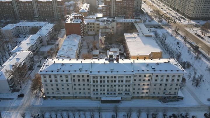 Осталась только одна стена: летаем над зданием ПРОМЭКТа, которое сносят ради многоэтажек