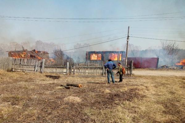 Огонь быстро справился с деревянными постройками