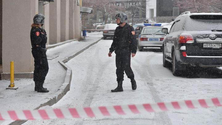 Заминировали даже перекресток: в свердловской полиции рассказали, где искали взрывчатку
