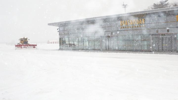 Челябинский самолет, летевший в Сочи, экстренно сел в Краснодаре