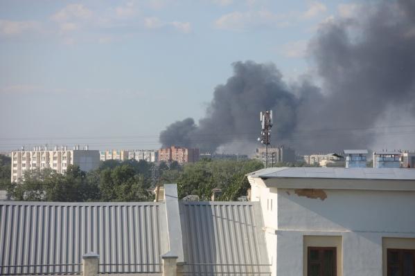 Столбы дыма сегодня можно увидеть в разных районах города