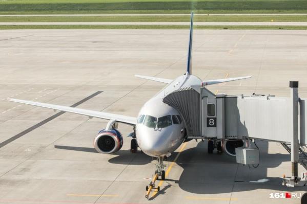 Самолет приземлился на запасном аэродроме Платова