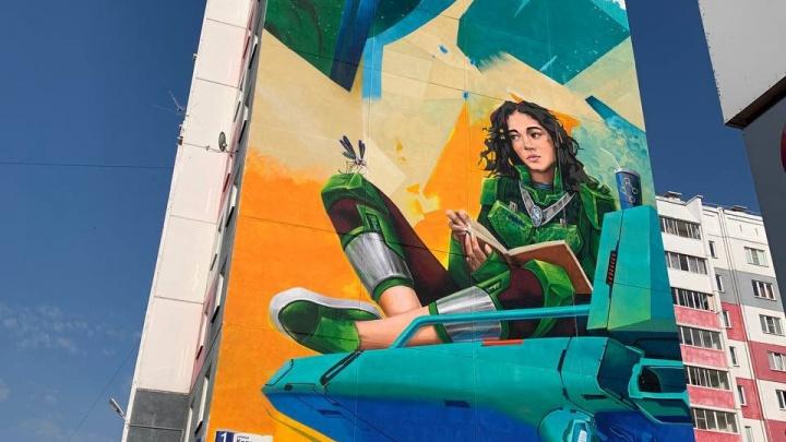 Уличные художники нарисовали три огромных граффити на фасадах домов в Челябинской области
