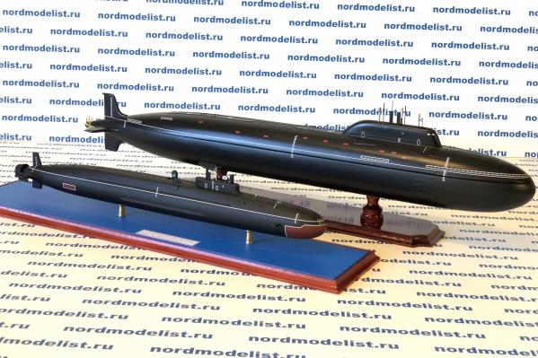 Внутри подводной лодки «Ясень» (на заднем плане» спрятан бар. Вторая модель — это проект 955А Борей-А