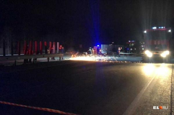 Дорожники спилили 20 метров ограждения