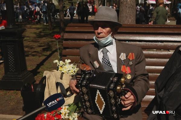 20 лет Файзылгаян Сахибгареев ходил играть на гармони во Дворец культуры в Уфе