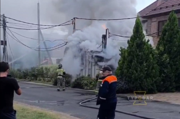 Подстанцию тушили сотрудники МЧС