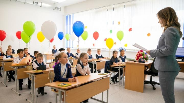 Школа в Покровском попросила родителей скинуться на аренду класса — они хотели сфотографировать детей