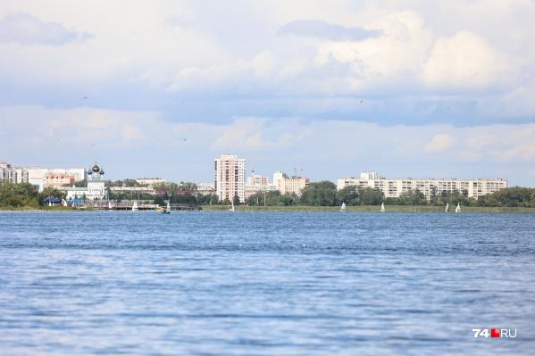 Соревнования яхтсменов на озере Смолино не редкость, и зрелище это красивое