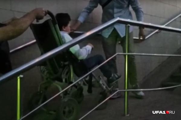 По ее словам, в Уфе «забыли», что инвалидам на колясках тоже как-то надо передвигаться по городу
