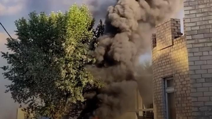 «Взрываются провода»: в Челябинске загорелся скандальный недострой