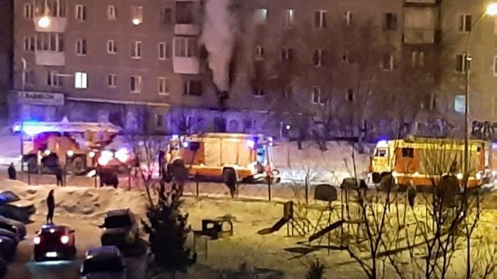 В Екатеринбурге во время пожара в квартире пострадали две женщины