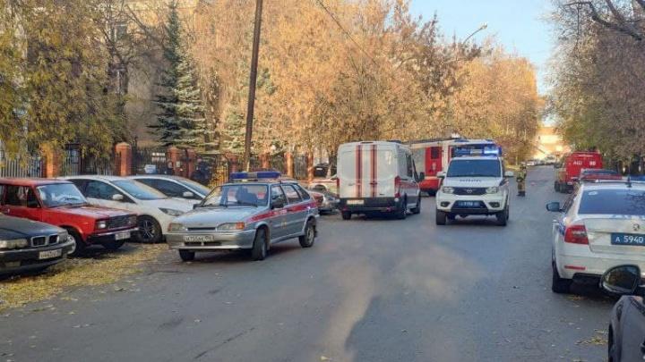 Во Втузгородке полиция перекрыла улицу