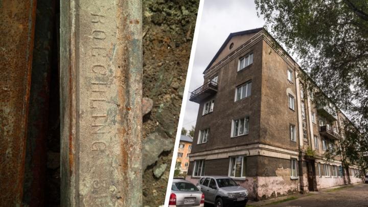 В скандальном аварийном доме под Новосибирском нашли немецкий рельс
