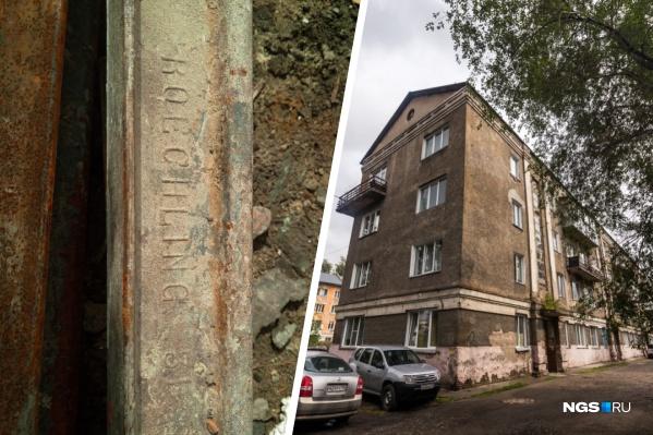 Немецкий рельс нашли при разборе лестницы в аварийном доме