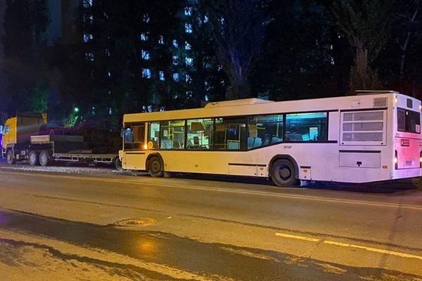 Автобус получил механические повреждения