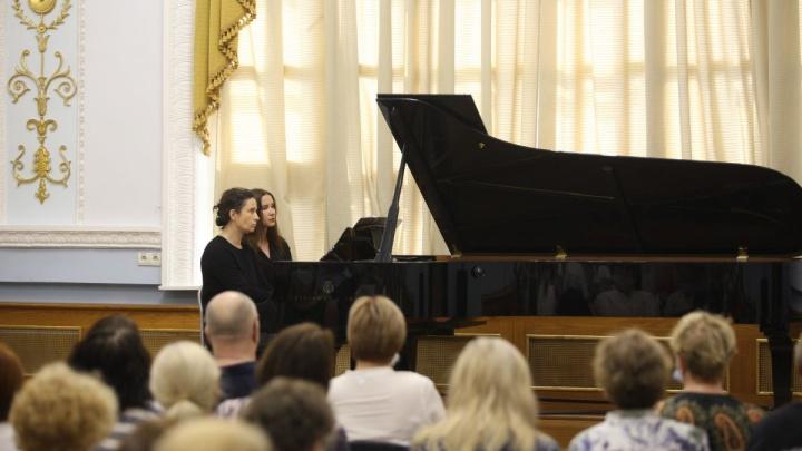 «Музыку, которую сейчас пишут, я могу написать за несколько секунд»: интервью с пианисткой, чью карьеру возродил YouTube