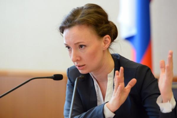 """По словам Анны Кузнецовой, <nobr class=""""_"""">283 тысячи</nobr> сирот стоят на учете на получение жилья"""
