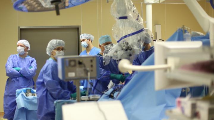 Сибирячке сделали операцию, которая меняет характер: дляэтого в Новосибирск прилетел главный нейрохирург России