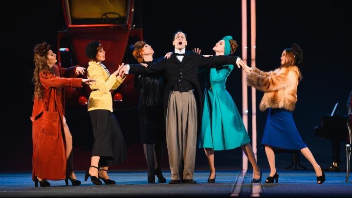 Ретроавтомобили и танцы: рассказываем о новом спектакле Театра-Театра «Три товарища», хореографом которого стал Егор Дружинин