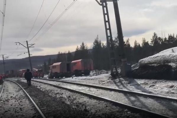 Следователи сообщают о сходе 17 вагонов