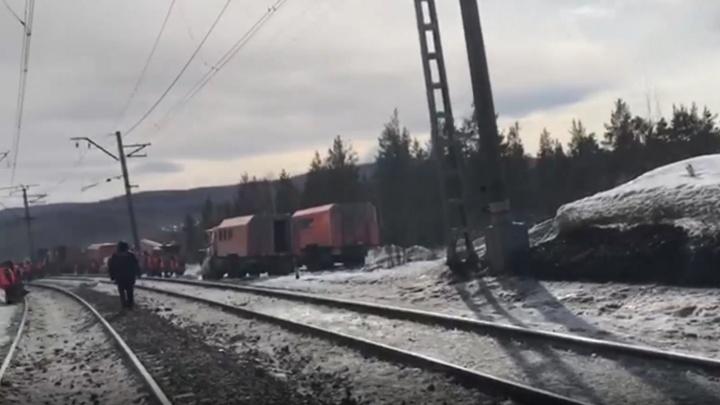 Причиной схода вагонов в Челябинской области мог стать излом рельса