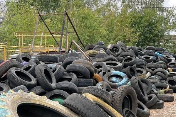 В Ишимбае обнаружили огромную свалку старых шин