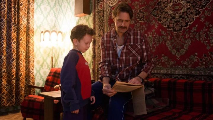 О 90-х и суровом отцовском воспитании. В кинотеатрах страны покажут фильм «Батя», созданный пермяками