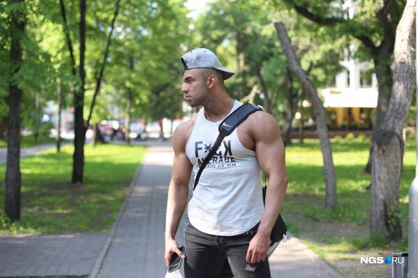 Богдан ходит в Hammer Fit и рассказывает, что всю жизнь занимается без тренера