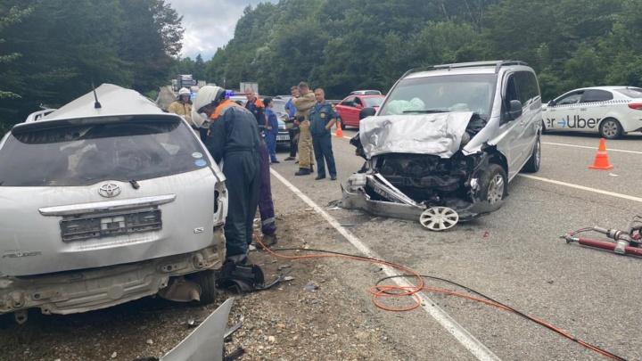 Два человека погибли и пятеро пострадали в ДТП в районе Горячего Ключа