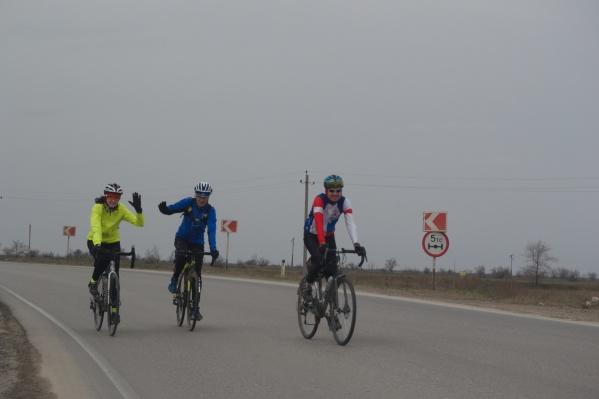 Велосипедисты должны были проехать 200 километров до Знаменска и обратно