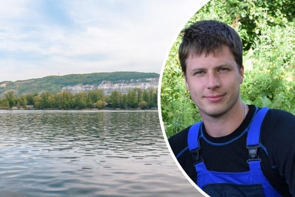 Денис хорошо плавал, и жена надеется, что он смог доплыть до берега
