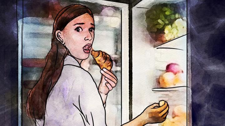 Хрустят и не краснеют: какие продукты есть на ночь, чтобы не толстеть,— объясняет эксперт (всписке даже торт)