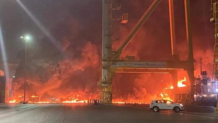 В порту Дубая прогремел мощный взрыв. Видео